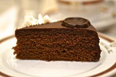 Best cafes and coffee houses in Vienna Austria for cake. Read about where to find the best sacher torte, opium cake and why you should consider McDonalds.