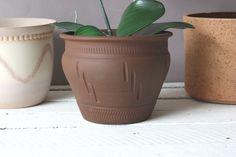Ethno Übertopf Vintage braun Keramik / Boho Boheme flowerpot ceramic / West German Pottery / Blumentopf mit Ritzdekor Decoration, Flower Pots, Planter Pots, Vintage, Modern, Etsy, Ethnic Style, Get Tan, Handarbeit