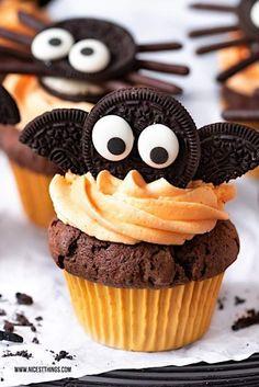 Halloween Desserts, Plat Halloween, Halloween Torte, Hallowen Food, Halloween Food For Party, Halloween Treats, Easy Halloween, Halloween Costumes, Halloween Cupcakes Decoration
