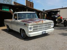 1969 Ford F100 redone by Gas Monkey Garage. Hate all of the modern components but loved how they kept the patina.