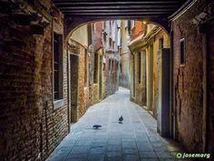 Callejuelas de Venecia #venecia #italia #venezia #italy #viajar #viaje #holiday #travelporn #instatraveling #sunset #travelphotographer #travelphotos #travelpic #mytravelgram #traveltheworld #travelpics #travelphoto #travel_captures  #igtravel #travelphotography #travelawesome #instatravel #travell #travelingram #traveler #travelers #travels #traveling #traveller #travel