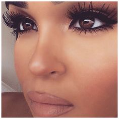So gorgeous, love these long lashes!
