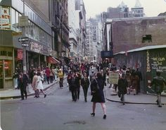 1970s Wall Street dudes and dudesses strolling around Maiden Lane in Lower Manhattan on their lunch hour. New York.  April 1974