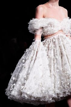 See detail photos for Alexander McQueen Fall 2012 Ready-to-Wear collection.