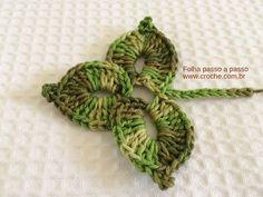 Hoje vamos aprender passo a passo esta linda folha triplaem crochê. Um trabalho bastante simples e em pouquíssimos passos elaestará pronta. Esta folha fica