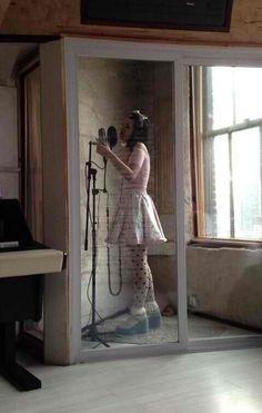 Look at cute lil mel in her cute lil studio