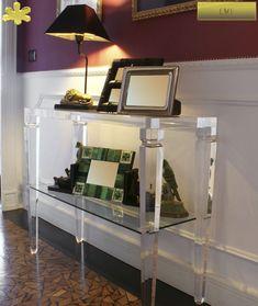 CONSOLLE IN PLEXIGLAS   Consolle in plexiglas 01.mod.  LV1  con ripiano      Consolle plexiglass cm.100 x 35 h.75 - telaio sp.mm.40 - gamba sez.mm.60 - ripiano inferiore in vetro sp.mm.8