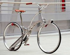 Eye catching bike that also make sense. it takes up very little space when it is folded up. Sada さんは、タイヤからスポークとハブを取り除いてしまいました