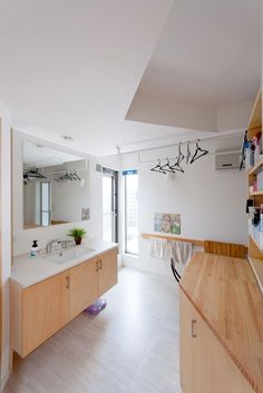 室内干しスペース - Google 検索 Laundry Room, Building A House, Bathroom, Interior, Powder Rooms, Furniture, Home Decor, Wood, House