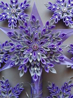 Hviezdička je vyrobená technikou kanzashi, pri výrobe sú p Ribbon Art, Diy Ribbon, Ribbon Crafts, Flower Crafts, Diy Flowers, Fabric Flowers, Paper Flowers, Christmas Angels, Christmas Crafts