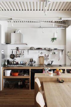 Kitchen Shelves, Diy Kitchen, Kitchen Interior, Kitchen Dining, Open Kitchen, Unfitted Kitchen, Cuisines Diy, Freestanding Kitchen, Japanese Kitchen