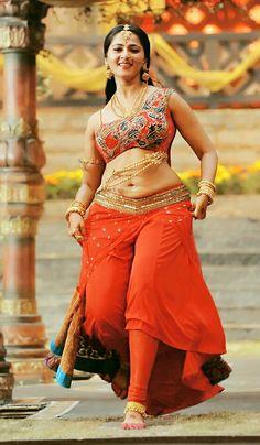 Showcasing Her Voluptuous Curves... Anushka shetty