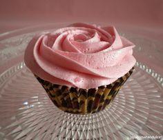 Cupcakes de chocolate Cadbury y fresa