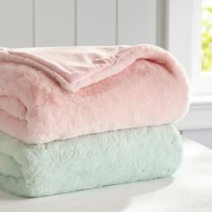 PB Teen Pastel Faux Fur Throw, Dark Mint ($80) ❤ liked on Polyvore featuring home, bed & bath, bedding, blankets, pbteen bedding, pastel bedding, faux fur blanket throw, fake fur blanket and faux fur throw blanket