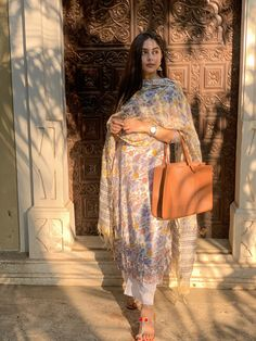 Pakistani Dresses Casual, Pakistani Dress Design, Pakistani Bridal, Ethnic Outfits, Indian Outfits, Casual Indian Fashion, Kurta Designs Women, Kurti Designs Party Wear, Dress Indian Style