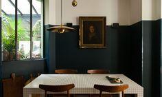 table mosaique et chaises en bois le coq hotel