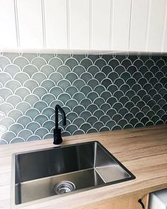 Incorporating kitchen wall tile designs into a new or existing kitchen interior can create a completely unique and personalized aesthetic. Kitchen Wall Tiles Design, Kitchen Tiles, Kitchen Flooring, Küchen Design, Tile Design, Design Ideas, Interior Design, Fish Scale Tile, Laundry Room Inspiration