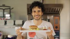 Le video ricette: il Mc Marco - il Mc Marco (burger di lenticchie, maionese di soia, ketchup sano...)