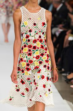 Outstanding Crochet: Irish Crochet Flower Dress from Oscar de la Renta 2015 Spring/Summer collection.