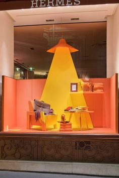 Vitrines Hermès réseau France - Automne Windows for the french network… Window Display Design, Store Window Displays, Visual Merchandising Displays, Visual Display, Retail Windows, Store Windows, Stand Design, Booth Design, Vitrine Design