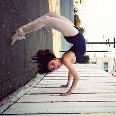 0____0 holy crap to be that flexible!!