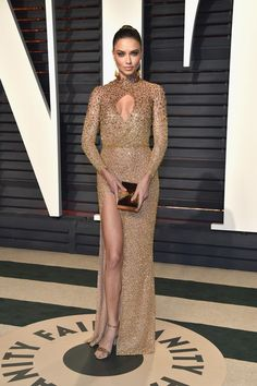 Model Adriana Lima attends the 2017 Vanity Fair Oscar Party hosted by Graydon Carter at Wallis Annenberg Center for the Performing Arts on February 26, 2017 in Beverly Hills, California.