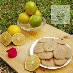 Tejas de naranja. La receta de la semana en el blog. Espero que les guste./ Orange tile cookies. The recipe of the week un my blog. I hope that you enjoy it. #viernes #friday #verano #summer #orange #naranja #tgif #galleta #teja #cookie #tile #pastry #bakery #pasteleria #reposteria #blog #deesertoftheday #dessertoftheweek #postredeldia #postredelasemana #fruta #fruit #nature #naturaleza #enducora.