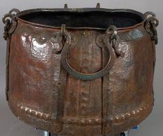 Ottoman cauldron, 17th c, large cooking pots played a significant role in the Ottoman Janissaries. Each unit had its own pot, which was carried before the Janissaries on festive occasions, the meals were brought from the kitchen of the Sultan's Palace to the barracks of the Janissaries in these pots. As a sign of their dissatisfaction with certain situations and events (such as not being paid on time) the Janissaries overturned their cooking pots in public. Dresden State Art Collections.