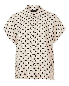 ¡Fiebre de puntos! El regreso de los polka dots al look otoñal Camisa de puntos con manga corta, Topshop