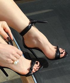 Sexy Legs And Heels, Hot High Heels, Womens High Heels, Beautiful High Heels, Gorgeous Feet, Stilettos, Stiletto Heels, Feet Soles, Women's Feet