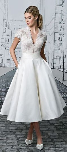 These tea length wedding dresses ideas, can be used as a reference for your wedding dresses. Are you looking for vintage style, elegant look ? Tea length wedding dress is perfect, especially for ev… Wedding Dress Tea Length, Tea Length Dresses, Cocktail Wedding Dress, 50s Style Wedding Dress, Gown Wedding, 2017 Wedding, Courthouse Wedding Dress, Wedding Skirt, White Tea Length Dress