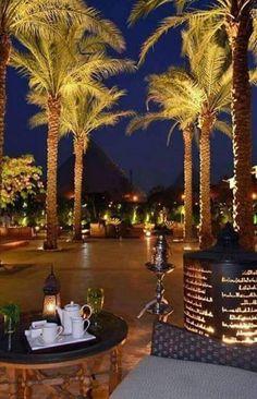 Pyramids view from Mina house hotel Gina Egypt Giza Egypt, Pyramids Of Giza, Wonderful Places, Beautiful Places, Beautiful Moon, Dubai Video, Restaurant Hotel, Kairo, Great Pyramid Of Giza