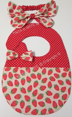 Baby Gifts To Make, Baby Girl Gifts, Baby Knitting, Crochet Baby, Baby Tulle Dress, Baby Bib Tutorial, Denim Scraps, Baby Bibs Patterns, Diy Baby Headbands