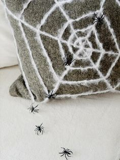 How to Make a Spider Web Pillow - on HGTV