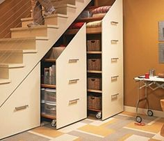 Умное применение пространства под лестницей