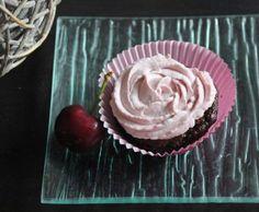 Recette Cupcakes à la cerise (muffins chocolat, topping mascarpone aux cerises) par Papilles-on-off - recette de la catégorie Pâtisseries sucrées
