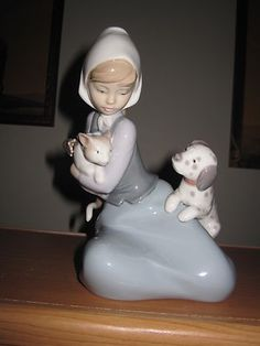 Lladro #5032 Figurine , Girl With Cat