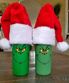 Want an easy and cute Grinch item? Check out this DIY grinch wine bottle tutorial to make your own or give as a gift! So fun! wine bottle crafts Christmas Wine Bottles Are so Fun and Easy to Make! - Leap of Faith Crafting Wine Cork Crafts, Wine Bottle Crafts, Jar Crafts, Shell Crafts, Wine Bottle Corks, Beer Bottles, Grinch Christmas Decorations, Grinch Christmas Party, Christmas Carol