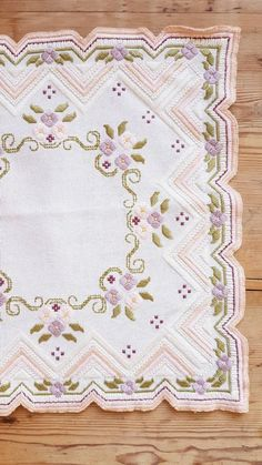 Lovely floral / 12 x 12 stitch embroidered tablecloth in white linen from Sweden Hand Embroidery Flower Designs, Cute Embroidery, Hand Embroidery Stitches, Embroidery Needles, Embroidery Patterns, Lazy Daisy Stitch, Cushion Cover Designs, Floral Tablecloth, Hardanger Embroidery