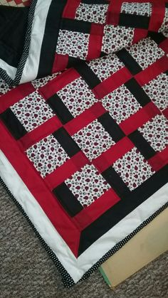 Patchwork quilt white black ideas for 2019 Baby Quilt Patterns, Quilt Baby, Patchwork Patterns, Quilt Square Patterns, Colchas Quilting, Machine Quilting, Quilting Designs, Diy Quilting Projects, Diy Projects