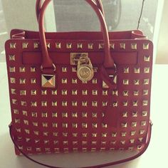 Michael Kors purse Brand new Michael Kors purse/ hand bag only used a couple times to carry Mac book Michael Kors Bags