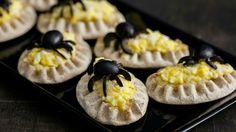 Halloween hämähäkki karjalanpiirakat