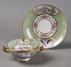 Lot : SEVRES  - Ecuelle ronde couverte en porcelaine dure nommée écuelle ronde Boizot à[...] | Dans la vente Porcelaines et Faïences du XVIe au XIXe Siècles à Pescheteau-Badin