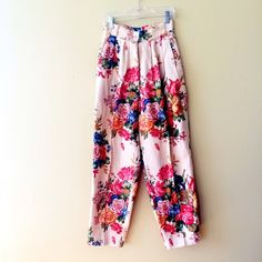 """❤️❤️ VINTAGE HIGH WAIST FLORAL PANTS 100% linen 26"""" inseam. Not quite as bright as the photos size 4P **bundles save 10%** no holds/no trades/no modeling/no asking for lowest Pants"""