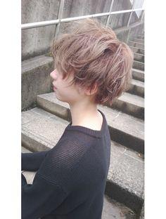 フィリア 台原店(Filea) 【★ホワイトベージュ×ショートマッシュ★】 Short Grunge Hair, Messy Short Hair, Short Hair Cuts, Ftm Haircuts, Tomboy Hairstyles, Q Hair, Shot Hair Styles, Japanese Hairstyle, Hair Reference