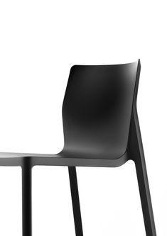 """25/03/2016 - Il duo di designer LucidiPevere ha ideato per Kristalia una nuova seduta che si candida ad essere un """"hit"""" per il 2016."""