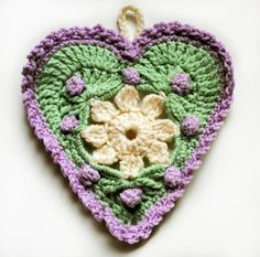 Heart ❤ Garland by Mama Mellie using the Springtime in my Heart pattern by Daniela Herbertz.