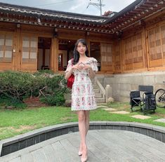 Hotel Del Luna, IU as Jang ManWol, Yeo JinGoo as Gun ChanSeong. Beutiful outfits both of them. Choi Seo Hee, Luna Fashion, How To Pose, Korean Actresses, Korean Celebrities, Flower Dresses, The Dress, Korean Girl, Korean Fashion