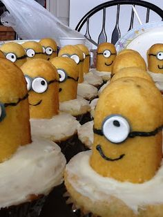 Minion cupcake how to by Fidlers Under One Roof