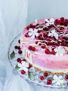 Ruusuvedellä maustettu puolukka-valkosuklaakakku – Viimeistä murua myöten Treat Yourself, Panna Cotta, Birthday Cake, Treats, Baking, Ethnic Recipes, Desserts, Drinks, Food
